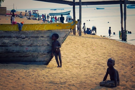 Malawi-GoUntamed-boat-lake2